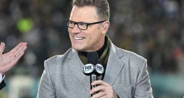 1.95 m Tall Former NFL Player Howie Long's Lifestyle and Net Worth He Has Managed From his Profession