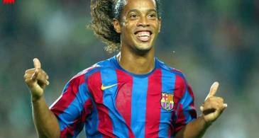 How Much is Ronaldinho's Net worth in 2018? Know in Detail about his Salary, Career and Awards