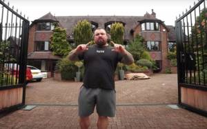 An Intruder challenges World's strongest man Eddie Hall after sneaking into his Garden