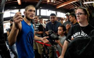 Khabib Nurmagomedov refused to take a photo with a Young Barcelona fan until he said 'Hala Madrid'